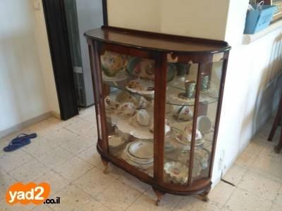 למעלה ויטרינה עתיקה זכוכית מעוגלת + ריהוט מזנון / יד שניה - ad EI-82