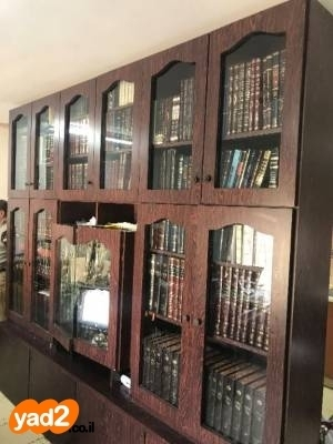 אדיר ספריה לסלון עם דלתות זכוכית+ ריהוט מזנון / ויטרינה יד שניה - ad NO-48